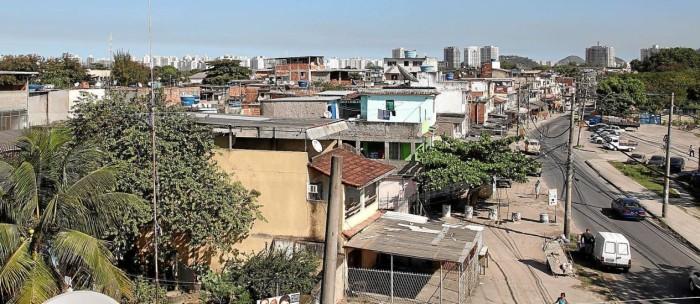 Vila União de Curicica, que surgiu de uma invasão em 1986: mais da metade dos imóveis construídos na favela será derrubada pela prefeitura, para que as obras do BRT Transolímpico possam avançar - Fabio Rossi / Fabio Rossi Read more: http://oglobo.globo.com/rio/para-implantar-transolimpico-rio-tera-uma-das-maiores-remocoes-de-favelas-desde-2009
