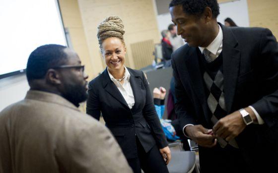 Rachel Dolezal, durante um encontro na sede da NAACP. / TYLER TJOMSLAND (AP)