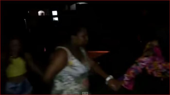 Fila indiana com meninas negras