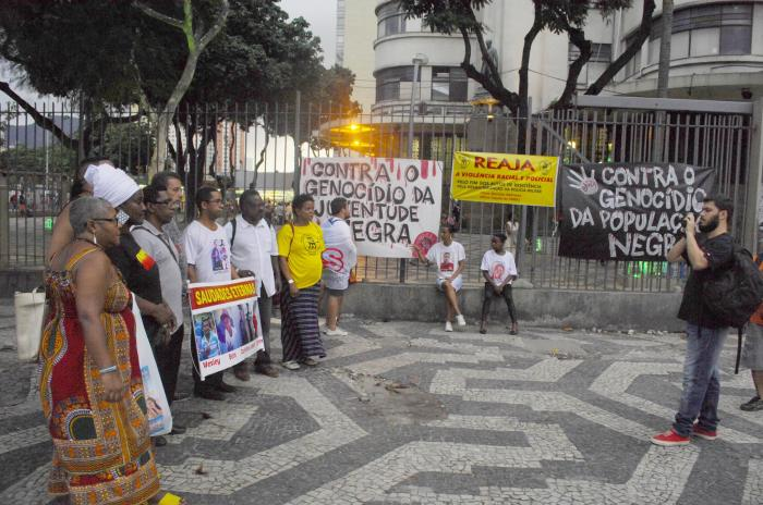 Ato na Central do Brasil contra o genocídio da juventude negra-foto José de Andrade