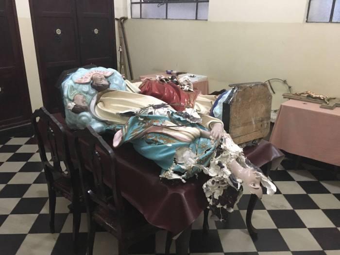 O que restou de uma imagem santa em Caxias-RJ-foto Diocese de Caxias