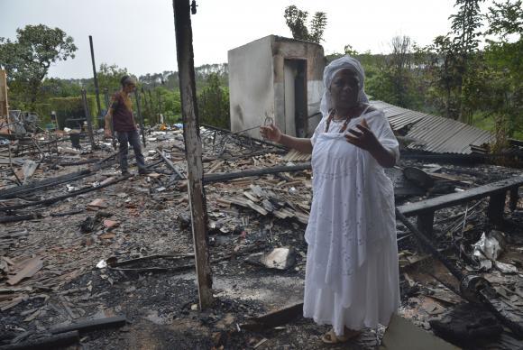 O que restou do terreiro atacado em Brasilia-novembro 2015-foto conexão ornalismo