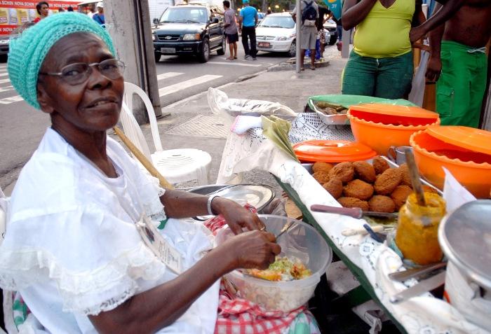 Salvador, Bahia - Baiana Anelita Conceição Viana, vendedora de acarajé, foto internet