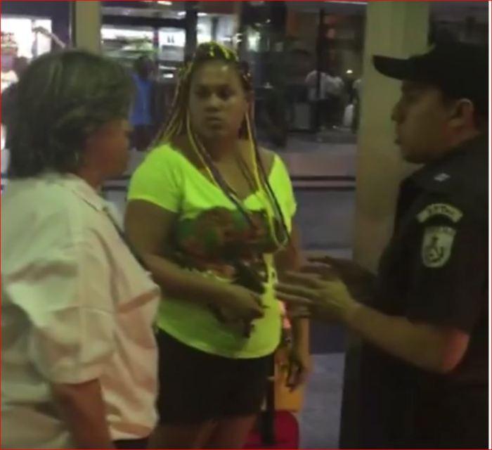 Mulher negra constrangida pela polícia na Rodoviária Novo Rio
