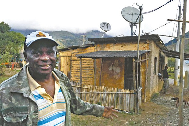 Toninho Canecão é o último dos líderes dos quilombolas, mantidos com a ajuda da associação